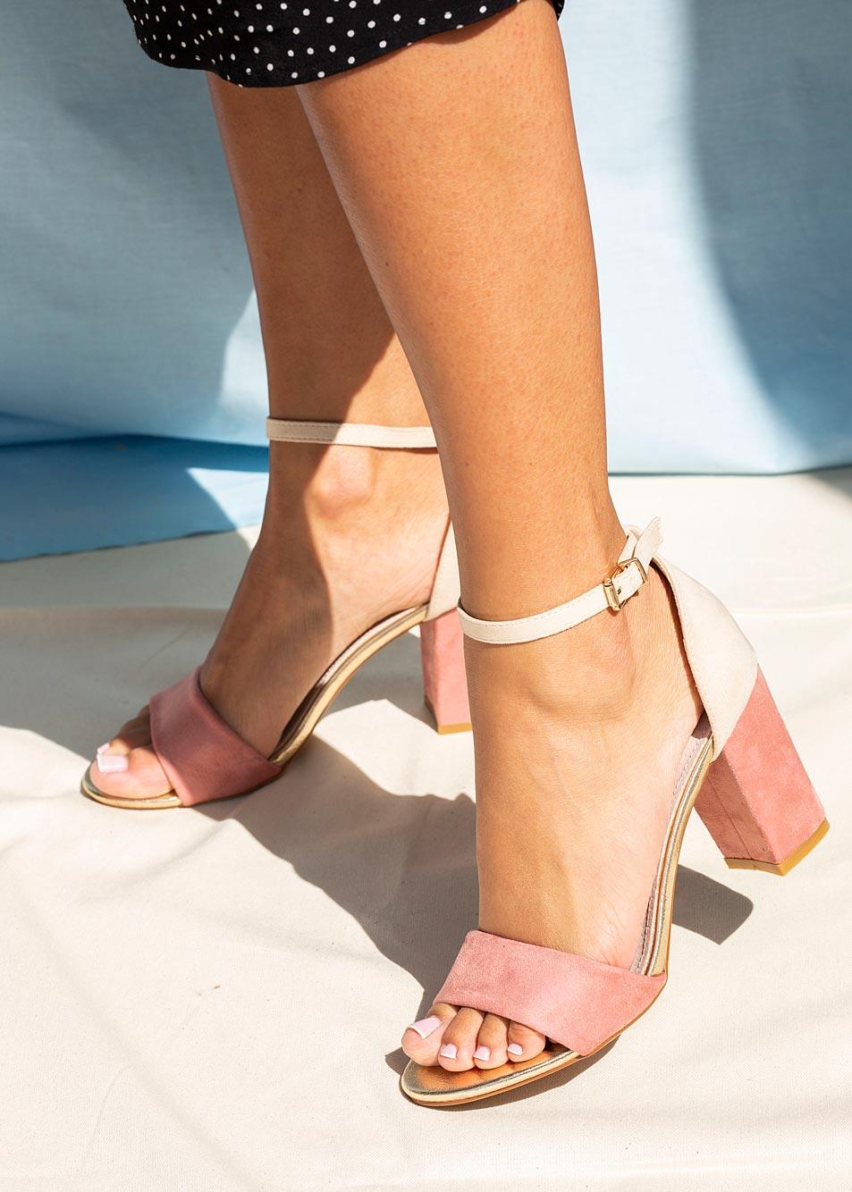 Różowe sandały na słupku z zakrytą piętą paskiem wokół kostki ze skórzaną wkładką Casu ER20X2/P producent Casu