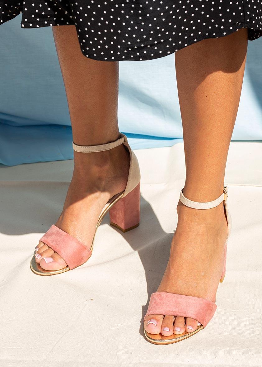 Różowe sandały na słupku z zakrytą piętą paskiem wokół kostki ze skórzaną wkładką Casu ER20X2/P kolor beżowy, różowy