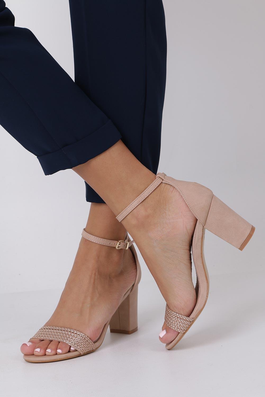 Różowe sandały nude na słupku z zakrytą piętą pasek wokół kostki skórzana wkładka Casu R19X9/N producent Casu