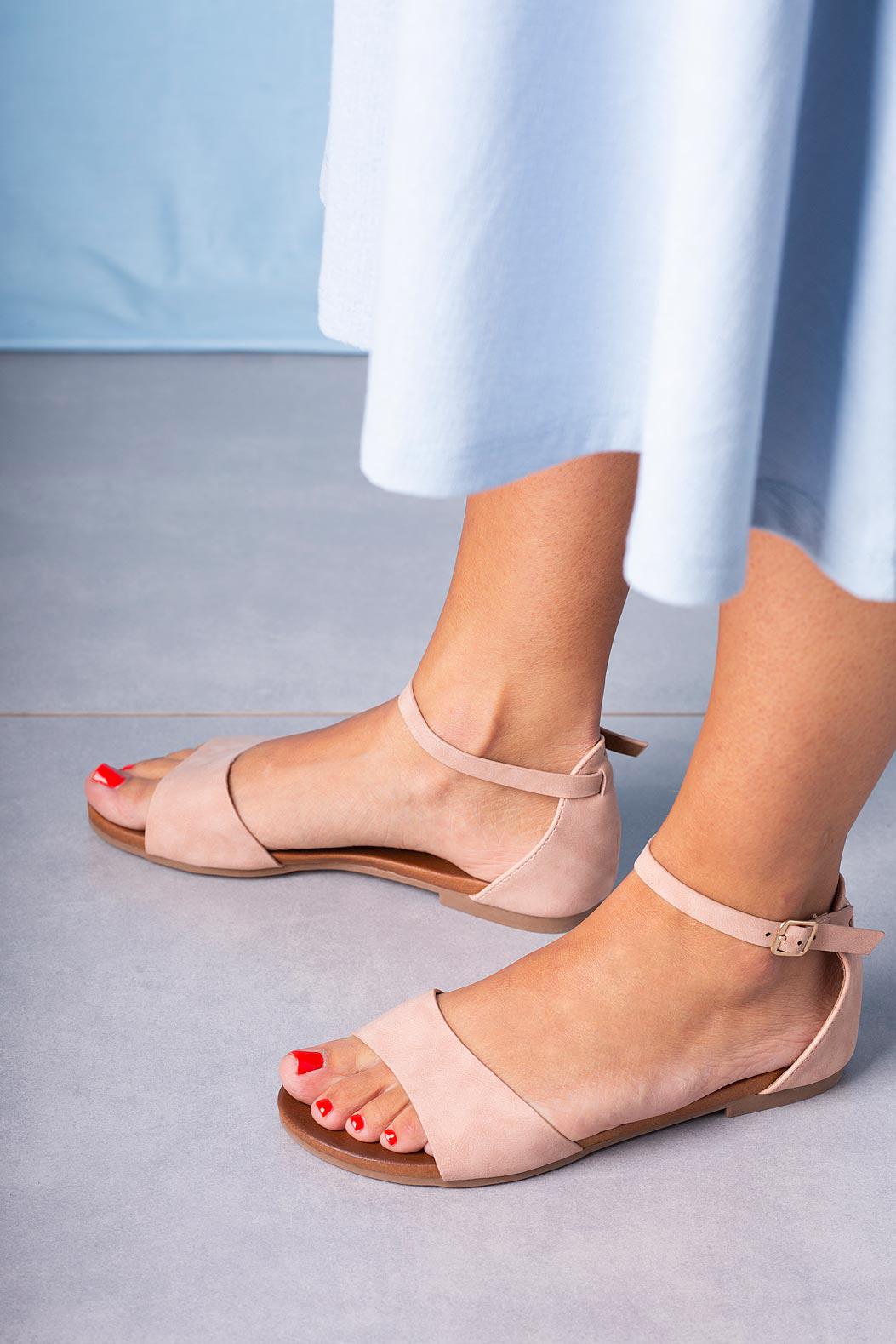 Różowe sandały płaskie z zakrytą piętą i paskiem wokół kostki Casu K19X16/P producent Casu
