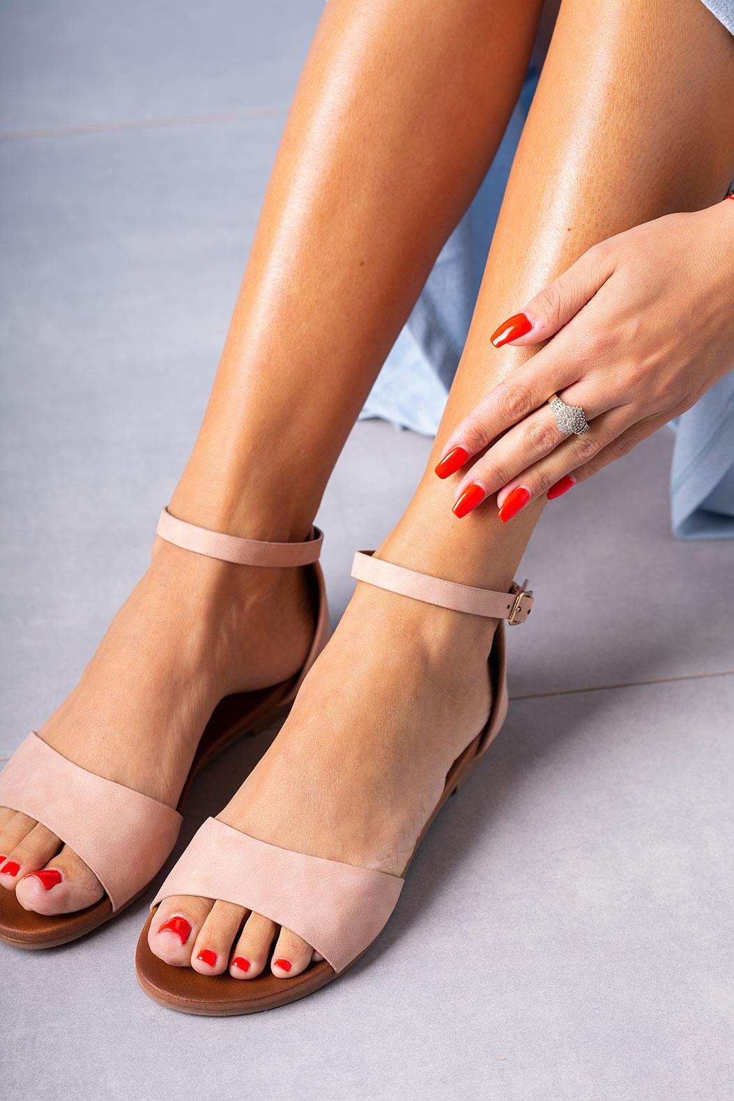 Różowe sandały płaskie z zakrytą piętą i paskiem wokół kostki Casu K19X16/P model K19X16/P
