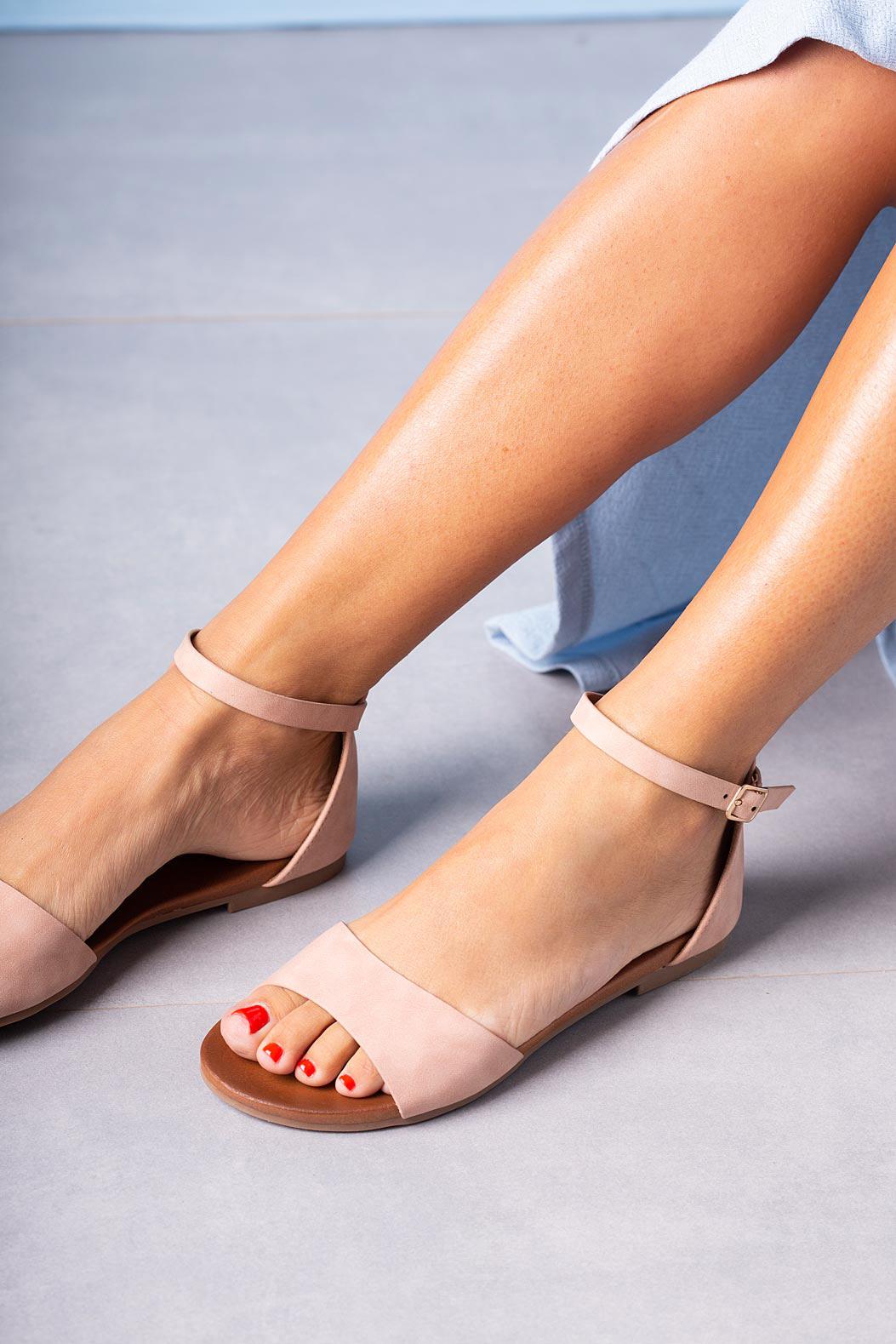 Różowe sandały płaskie z zakrytą piętą i paskiem wokół kostki Casu K19X16/P kolor różowy