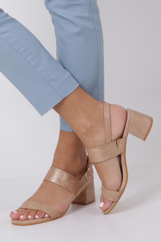 Różowe sandały z błyszczącym paskiem na niskim obcasie skórzana wkładka Casu E19X2/P kolor różowy