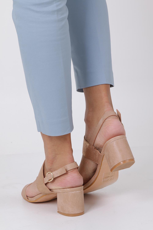 Różowe sandały z błyszczącym paskiem na niskim obcasie skórzana wkładka Casu E19X2/P wysokosc_obcasa 5.5 cm