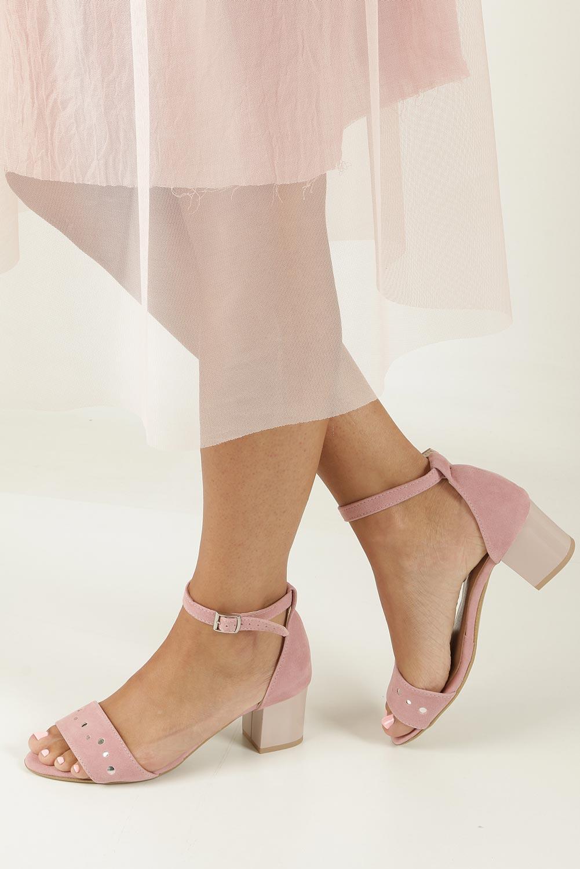 Różowe sandały z paskiem wokół kostki na niskim obcasie Casu 1973 model 1973