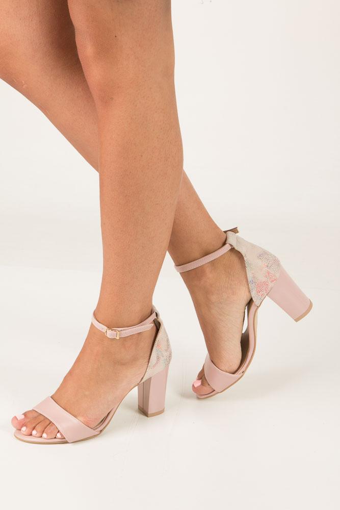 Różowe sandały z paskiem wokół kostki na słupku Casu 3093