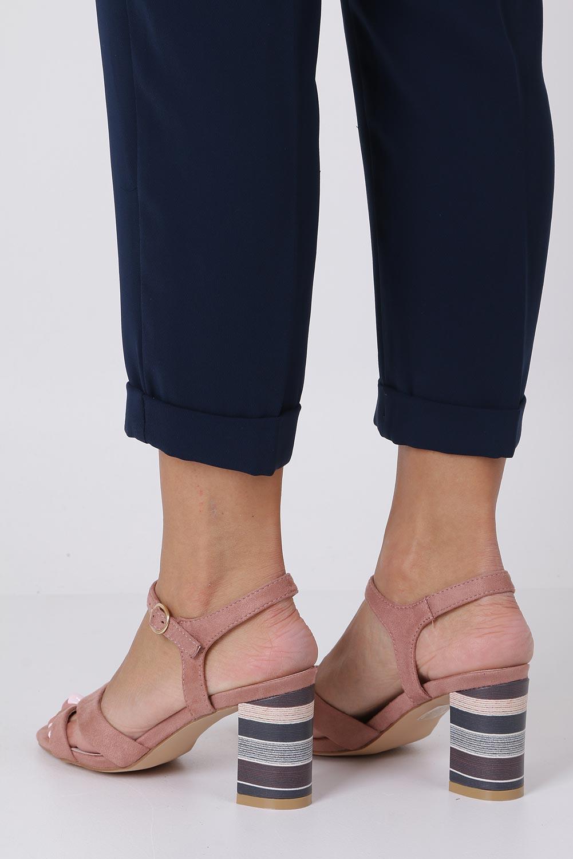 Różowe sandały z wkładką skórzaną na szerokim ozdobnym obcasie paski na krzyż Casu N19X3/P