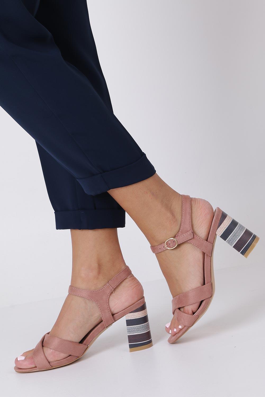Różowe sandały ze skórzaną wkładką na szerokim ozdobnym obcasie paski na krzyż Casu N19X3/P kolor różowy