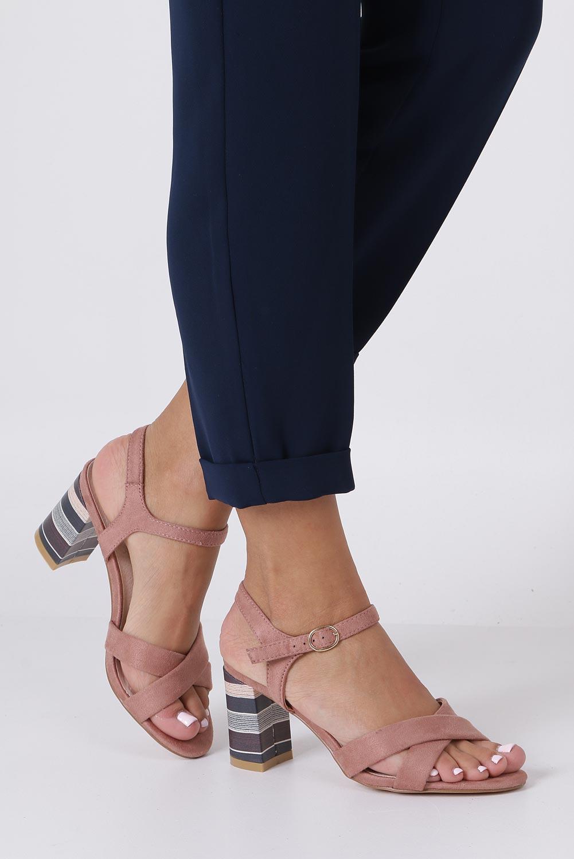 Różowe sandały ze skórzaną wkładką na szerokim ozdobnym obcasie paski na krzyż Casu N19X3/P wysokosc_obcasa 8.5 cm
