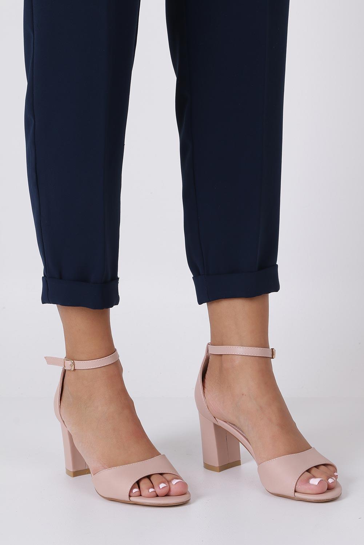 Różowe sandały ze skórzaną wkładką z zakrytą piętą i paskiem wokół kostki Casu N19X4/P producent Casu