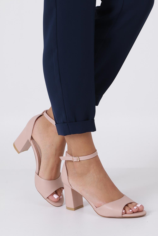 Różowe sandały ze skórzaną wkładką z zakrytą piętą i paskiem wokół kostki Casu N19X4/P sezon Lato