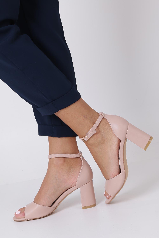 Różowe sandały ze skórzaną wkładką z zakrytą piętą i paskiem wokół kostki Casu N19X4/P kolor jasny różowy