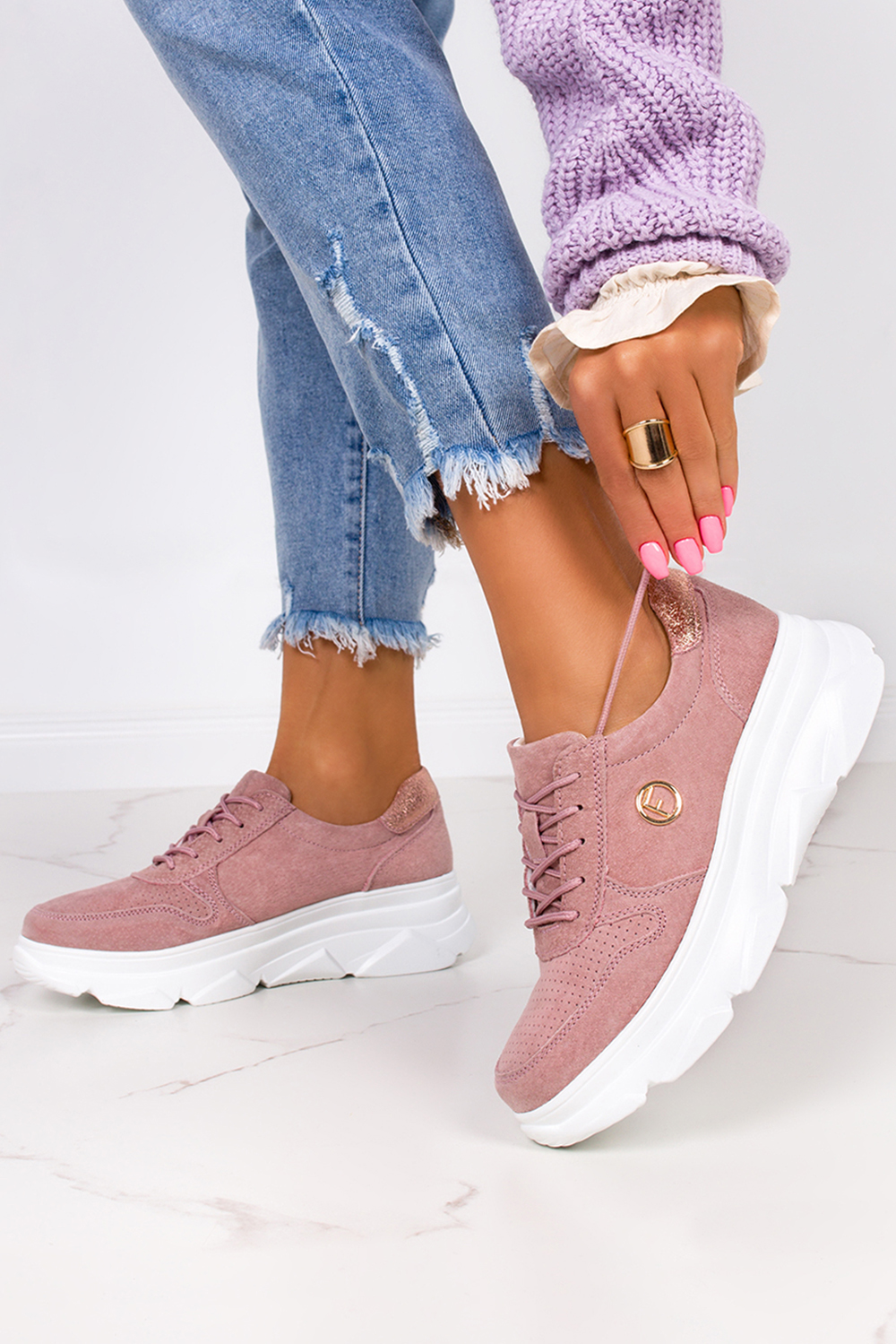 Różowe sneakersy Filippo ażurowe buty sportowe skórzane na platformie sznurowane DP2138/21BE różowy
