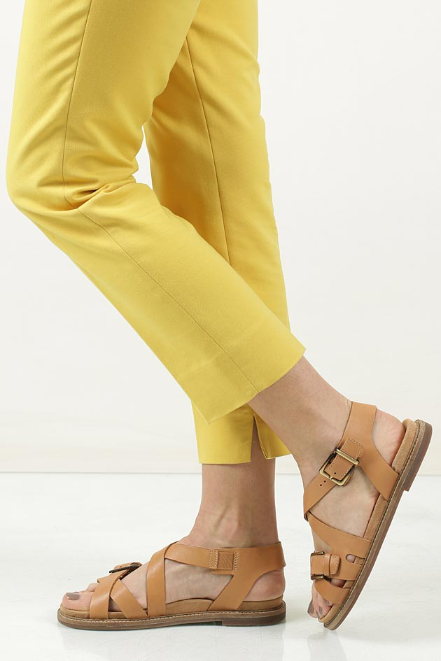 Damskie Sandały brązowe skórzane Clarks Corsio Bambi 26123124 brązowy;;