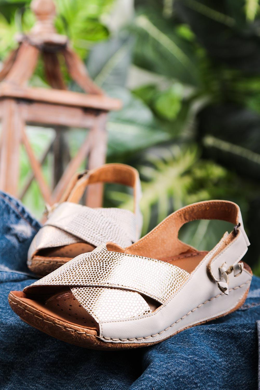 Sandały Maciejka ecru skórzane z paskami na krzyż 00994-37/00-5 ecru