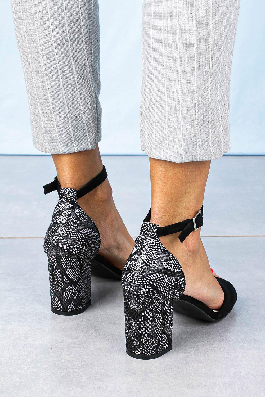 Sandały Sergio Leone na słupku z zakrytą piętą wzór wężowy czarne SK873 czarny