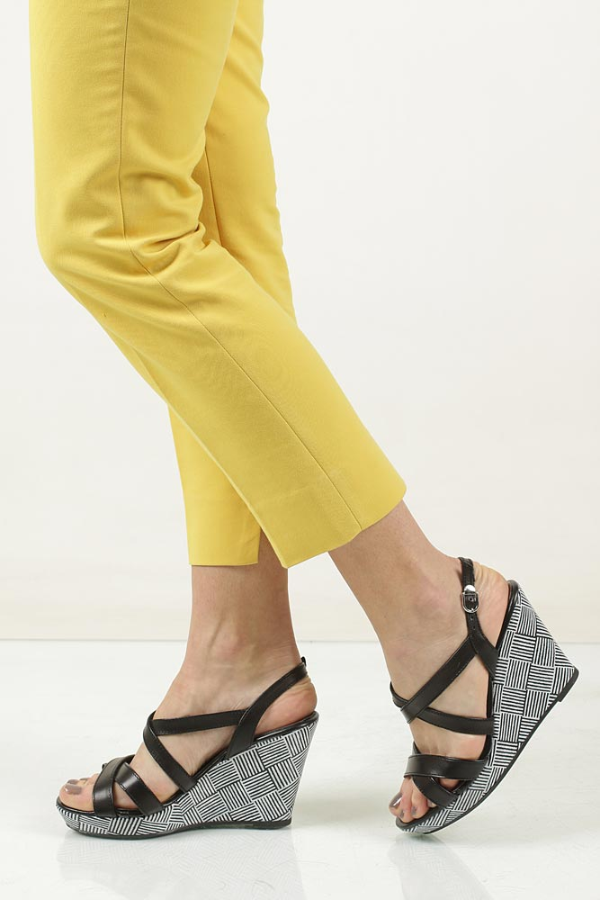 Sandały skórzane na koturnie Tamaris 1-28343-28