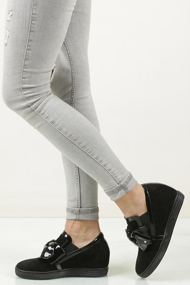 Damskie Sneakersy czarne welurowe na koturnie z kokardą Casu 1973 czarny;;