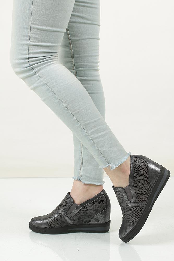 Sneakersy na koturnie S.Barski L05717P kolor ciemny szary