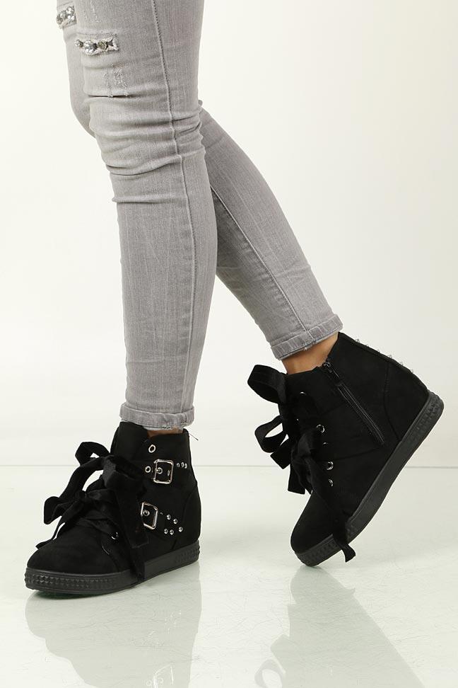 Sneakersy na koturnie wiązane z klamrami Casu 7-X8029