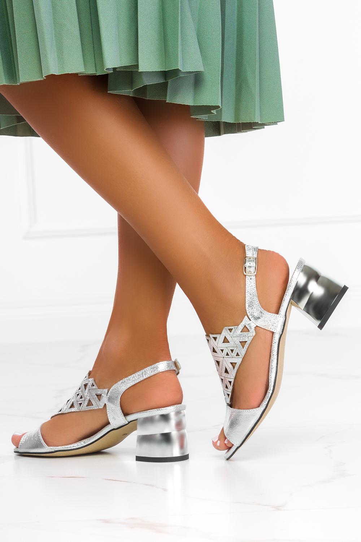Srebrne sandały ażurowe błyszczące na ozdobnym klocku polska skóra Casu 3010-1