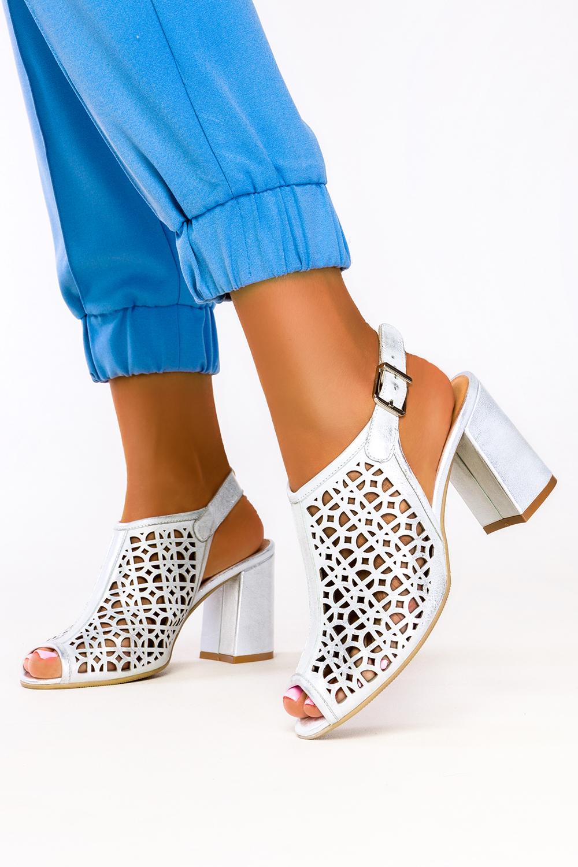 Srebrne sandały ażurowe metalizowane zabudowane na klocku polska skóra Casu 04914/650/00/00/019