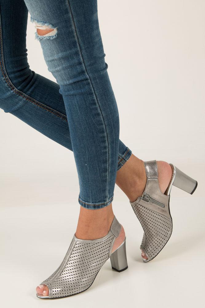 Srebrne sandały ażurowe na słupku Casu 280 srebrny