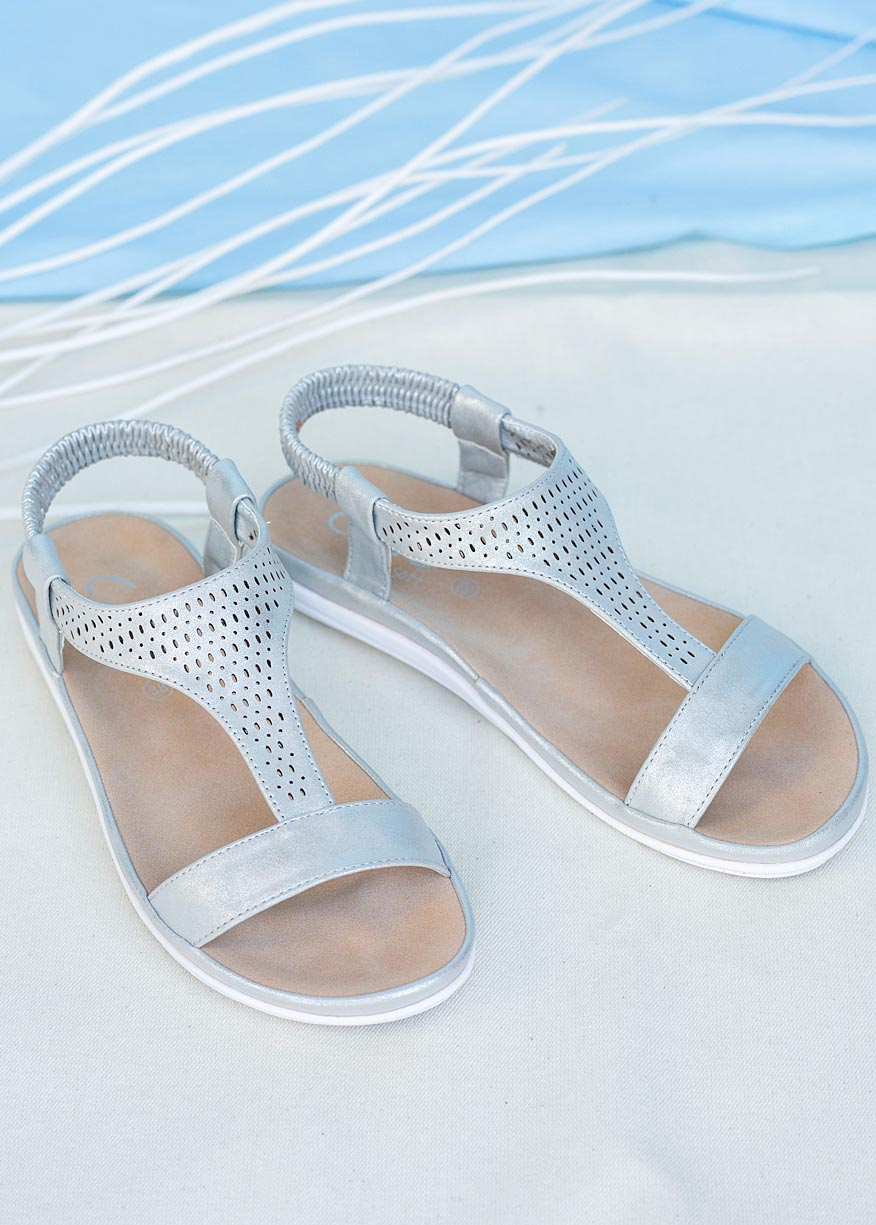 Srebrne sandały ażurowe płaskie z gumką Casu N20X1/S