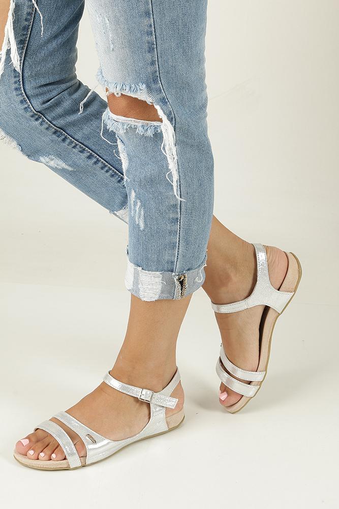 Srebrne sandały błyszczące Casu 7SD567