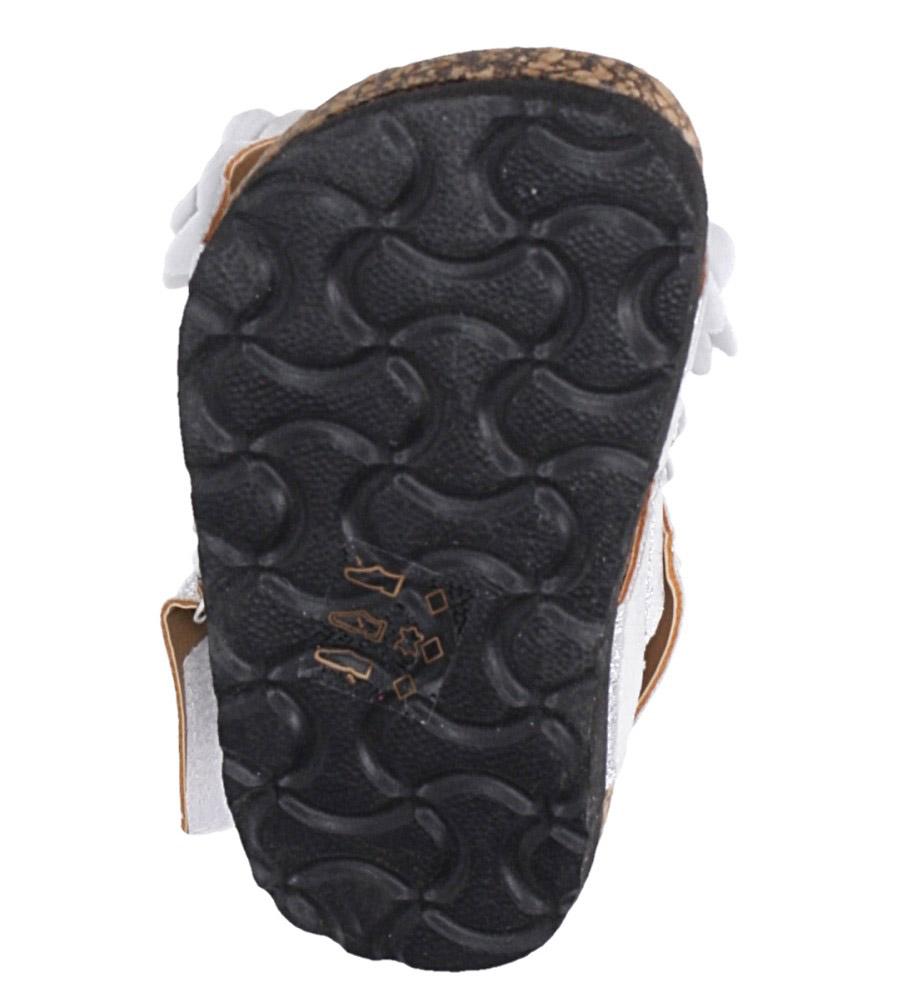 Srebrne sandały błyszczące z kwiatkami ze skórzaną wkładką i profilowaną korkową podeszwą zapinane na rzep Casu B19KDX3/S wnetrze skóra ekologiczna