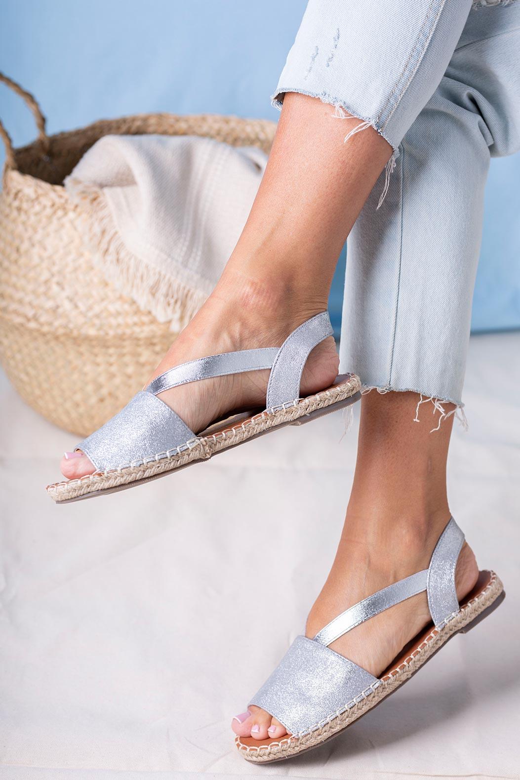 Srebrne sandały espadryle błyszczące płaskie z gumką Casu SN20X5/S srebrny