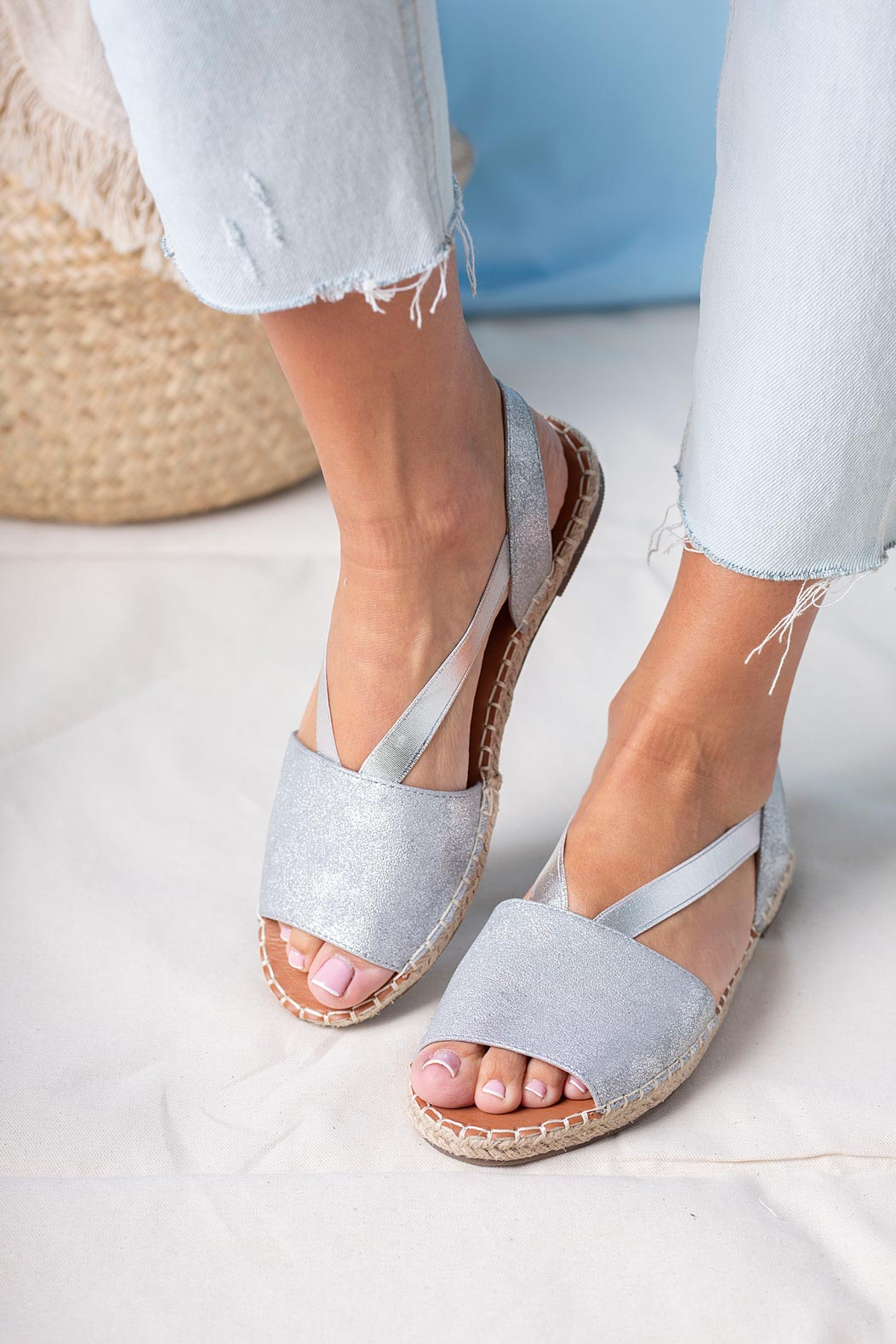 Srebrne sandały espadryle błyszczące płaskie z gumką Casu SN20X5/S kolor srebrny
