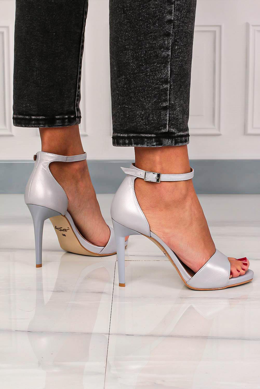 Srebrne sandały Kati perłowe na szpilce z paskiem wokół kostki 3073 srebrny