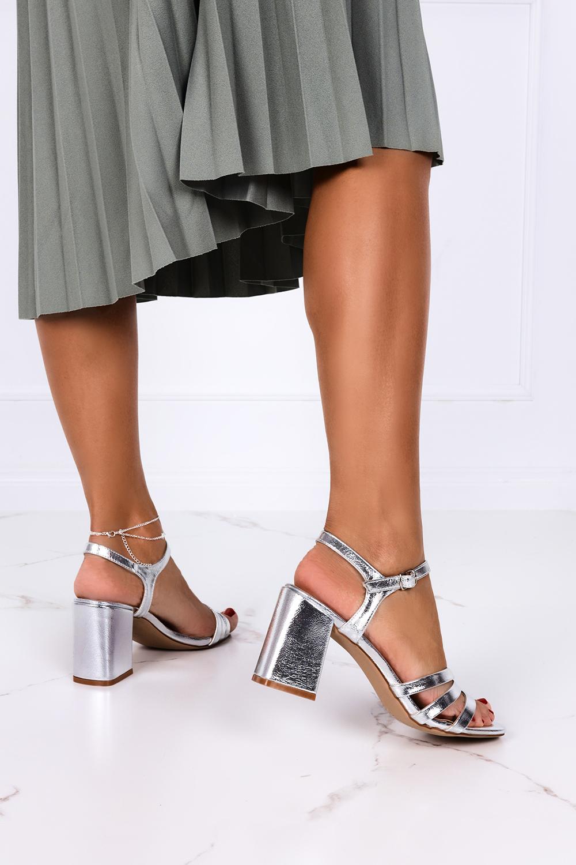 Srebrne sandały na słupku Casu ER21X7/S