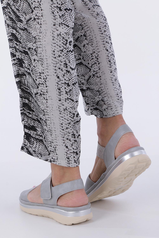 Srebrne sandały płaskie na rzepy z brokatową gumką Casu W19X9/G wysokosc_obcasa 4 cm