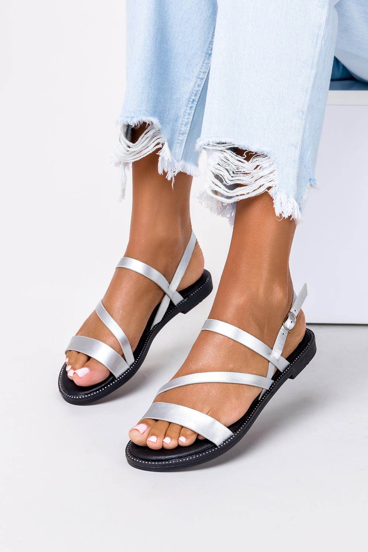 Srebrne sandały płaskie z nitami Casu SN19X3/S srebrny