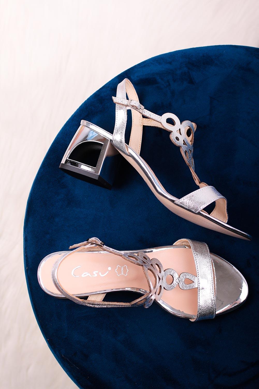 Srebrne sandały skórzane ażurowe błyszczące na szerokim ozdobnym słupku Casu DS-378/8 srebrny