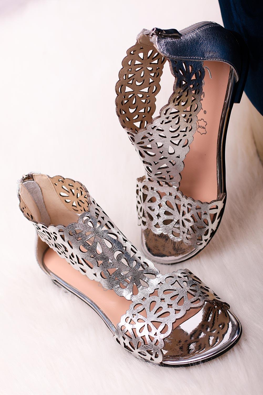 Srebrne sandały skórzane ażurowe płaskie z zamkiem na pięcie Casu DS-399 srebrny
