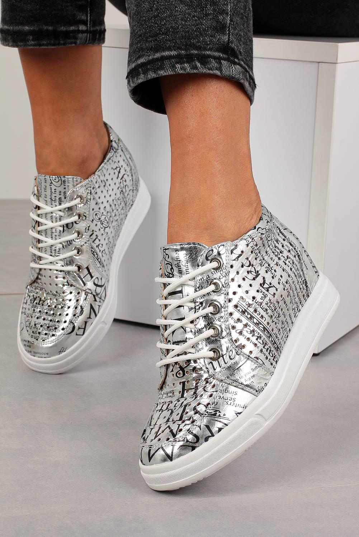 Srebrne sneakersy Jezzi ażurowe błyszczące na ukrytym koturnie sznurowane ASA143-2 srebrny