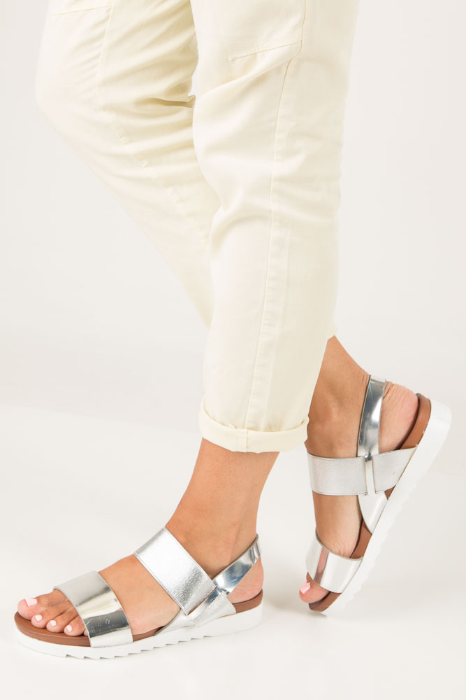 Srebrne wsuwane sandały z gumą na białej podeszwie typu shark Casu B18X6/S