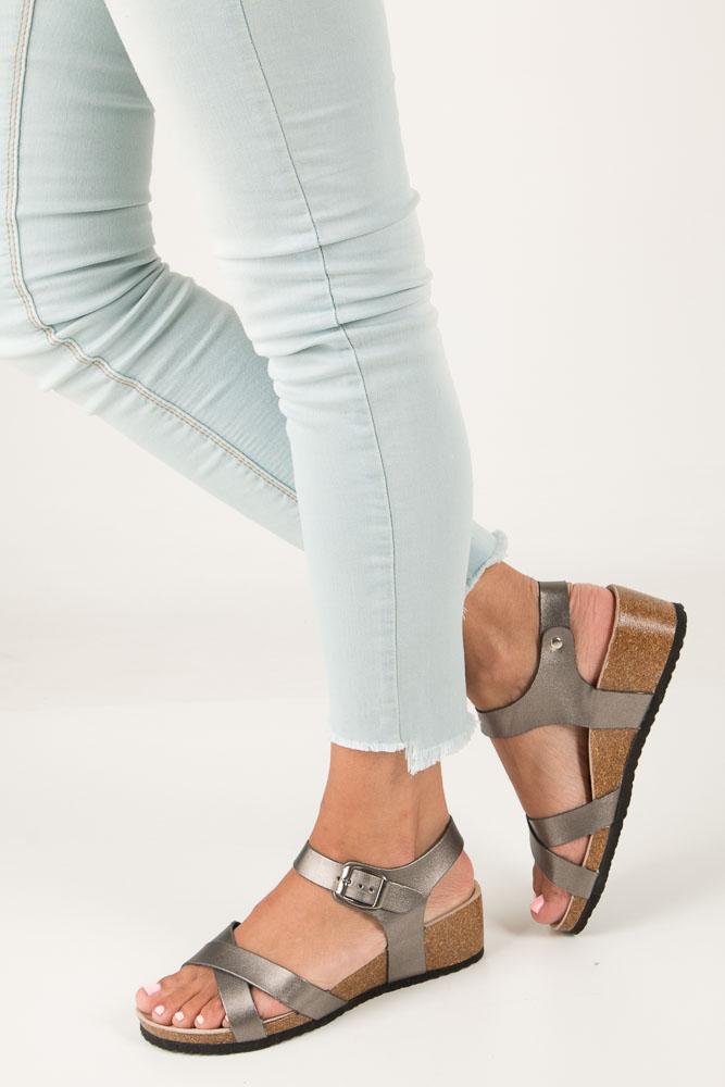 Stalowe sandały ze skrzaną wkładką na koturnie z korka Casu B18X5/P