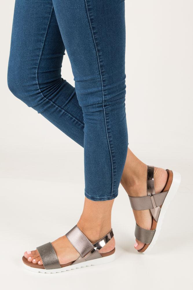 Stalowe wsuwane sandały z gumą na białej podeszwie typu shark Casu B18X6/P