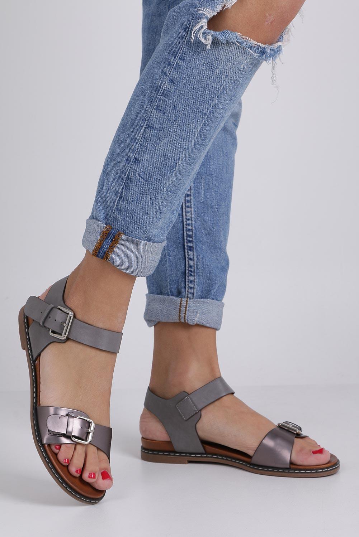 Szare modne sandały ze srebrnymi klamrami Casu K18X12/PE sezon Lato