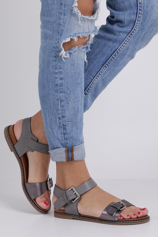 Szare modne sandały ze srebrnymi klamrami Casu K18X12/PE wysokosc_obcasa 2.5 cm