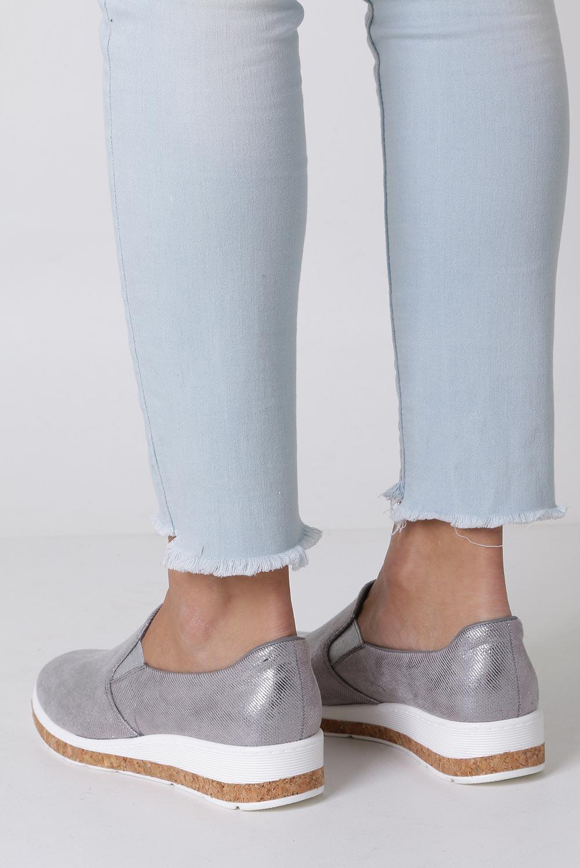 Szare półbuty slip on błyszczące na koturnie Jezzi RMR1840-1 kolor srebrny, szary