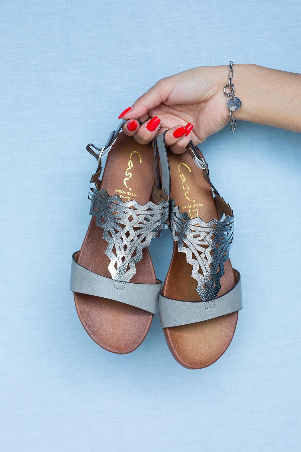 Szare sandały ażurowe błyszczące płaskie Casu K20X7/G szary
