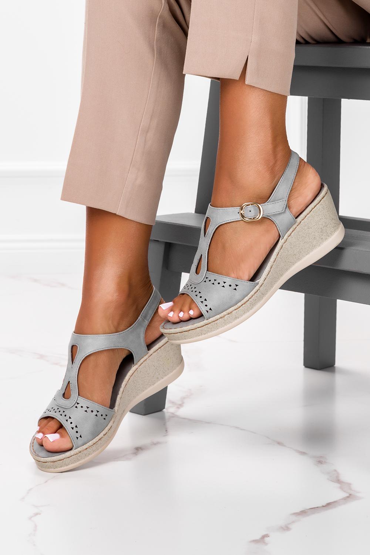 Szare sandały ażurowe na koturnie z odkrytymi palcami Casu F19X1/G