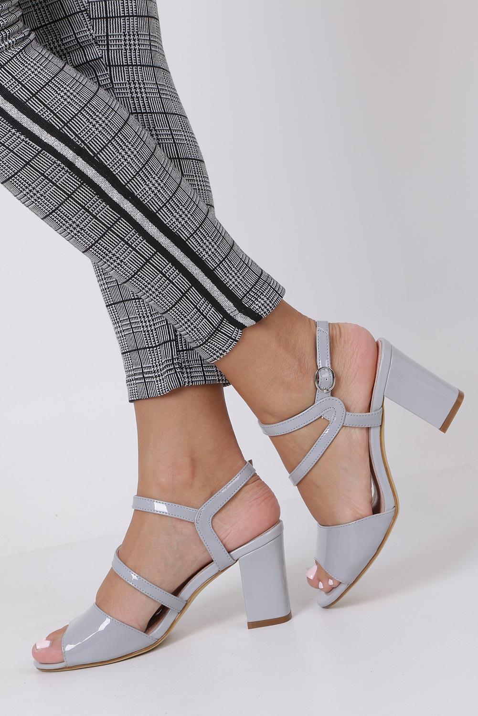 Szare sandały lakierowane na słupku Sergio Leone SK844 sezon Lato
