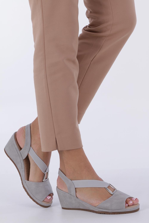 Szare sandały na koturnie z gumką metalowa ozdoba Casu W19X15/G sezon Lato
