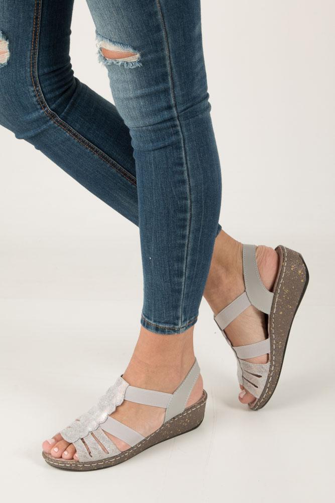 Szare sandały skórzane na koturnie Casu DS056/18GR szary